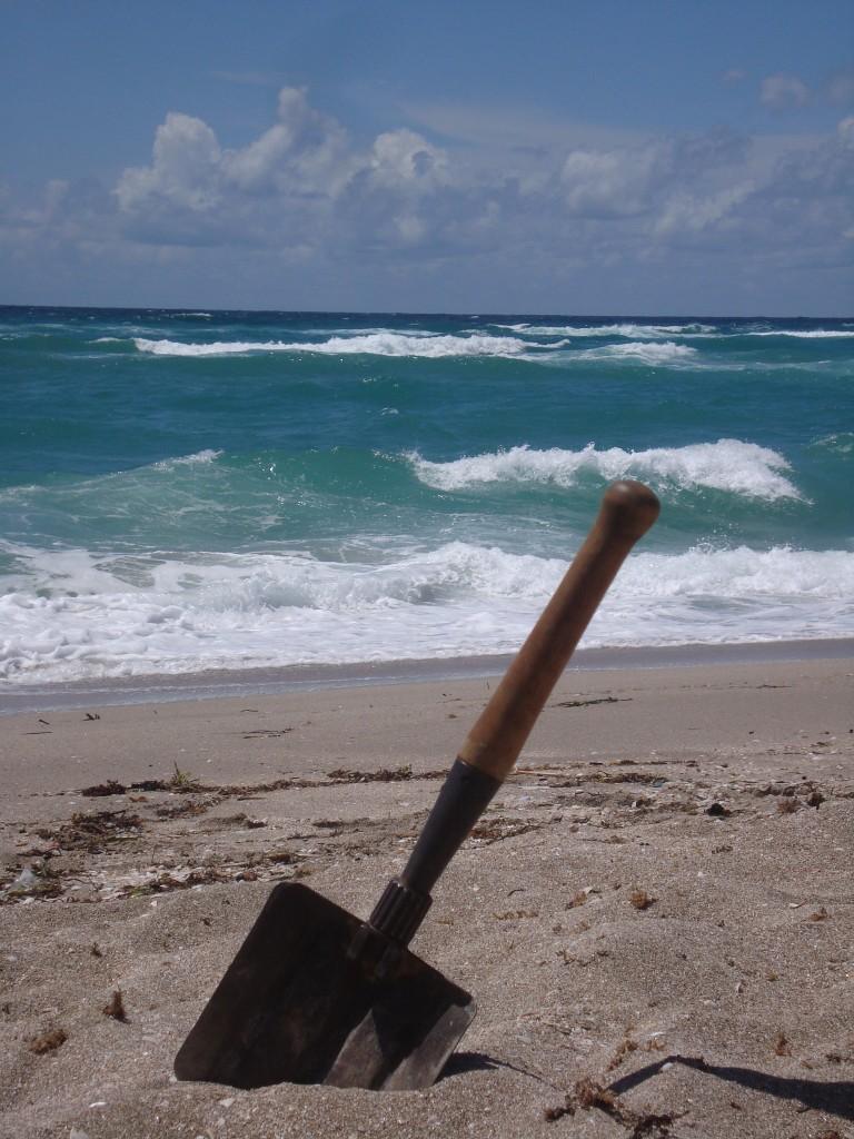 лопата ВДВ на берегу Чёрного моря